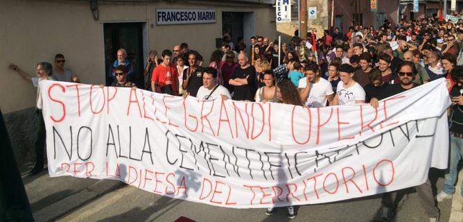Genova: migliaia in corteo contro politiche speculative e grandi opere