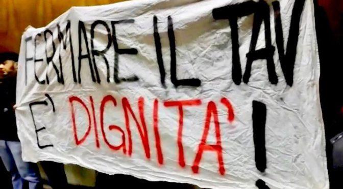 Blitz NO TAV alla serata 5 stelle a Desenzano: vogliamo fatti concreti!