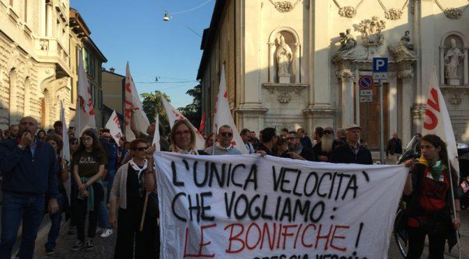 #IONONFACCIOFINTADINIENTE: ieri eravamo 15000 a Brescia per ambiente, salute e futuro!